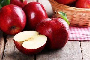 manzana rojas en bodegón