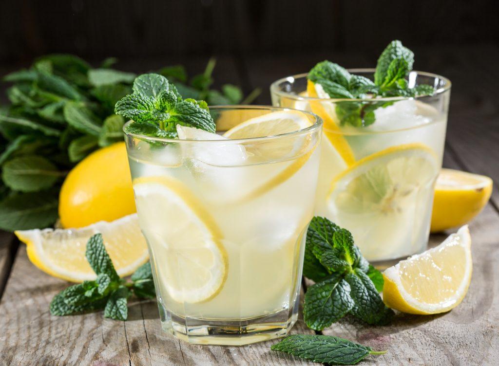 propiedades del agua de limón