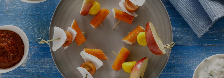 Brochetas de verduras y palitos de cangrejo