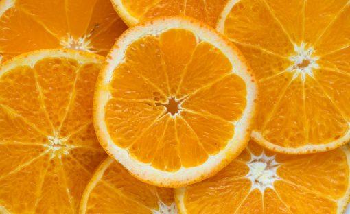 Naranjas picadas a la mitad